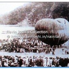 वर्ष 1890 के शरदोत्सव के दौरान विशाल हवा के गुब्बारे को उड़ाने के दौरान जमा भीड़।