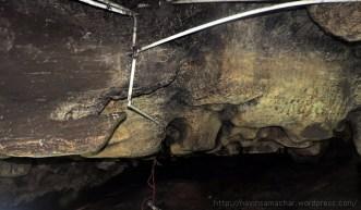 पातालभुवनेश्वर गुफा में ऐरावत हाथी के पाँव