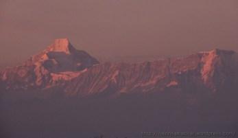 हिमालय पर सूर्य की पहली किरणें
