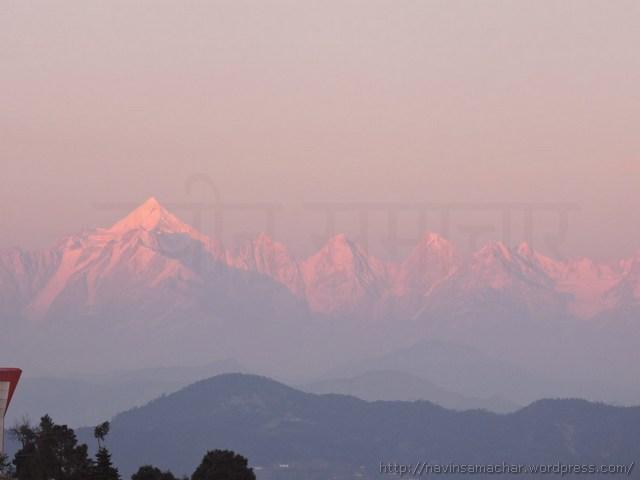 हिमालय की पंचाचूली चोटियों पर सूर्य की पहली किरणें