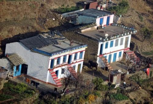 सुन्दर पर्वतीय घर कसारदेवी के पास