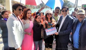 फिल्म 'मौसम इकरार के, दो पल प्यार के' के मुहूर्त के मौके पर फिल्म की यूनिट व डीएम.
