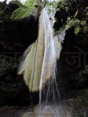माता भद्रकाली के मंदिर में महाकाली की जिह्वा सरीखे प्रस्तर खंड से गिरती गंगा की जल धारा